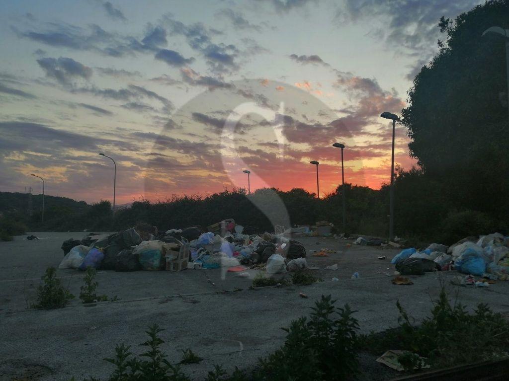 Barcellona PG, niente più tramonti in via II Stretto Fondaco Nuovo: solo una discarica abusiva