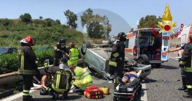 Incidente sulla Messina-Catania tra Giardini Naxos e Fiumefreddo, auto si ribalta: feriti 5 ragazzi