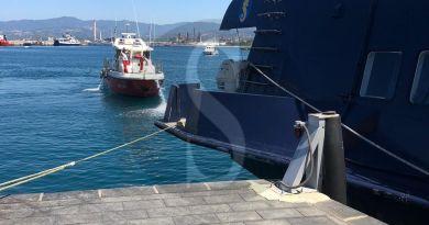 Porto di Milazzo, divampano le fiamme a bordo di un aliscafo: sbarcano illesi i passeggeri