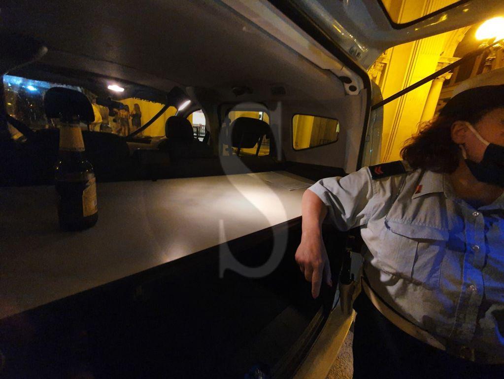 Movida messinese: minorenne beccata a bere birra, 11.000 euro di multe e un ristoratore denunciato