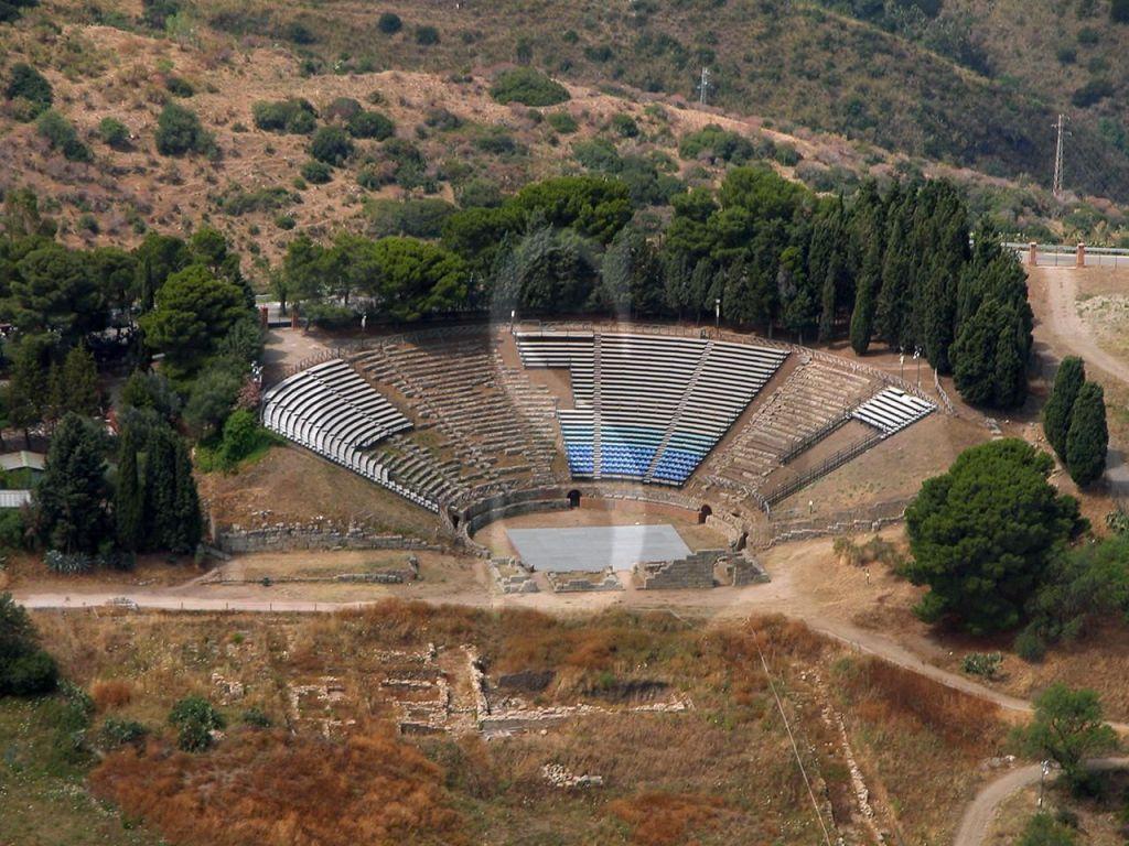 Storia e bellezza restituite al mondo, riaprono l'Area archeologica di Tindari e la Villa Romana di Patti