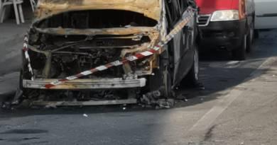 Rometta, auto distrutta dalle fiamme nelle notte. Indagini serrate
