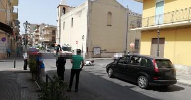 Barcellona PG – Auto contromano si scontra con scooter in via Umberto I, giovane ferito