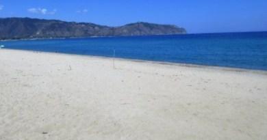 Ritrovato panetto di droga in spiaggia a Furnari