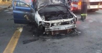 Auto in fiamme all'altezza di Villafranca, lunghe code in autostrada