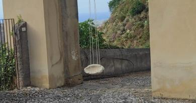 Castroreale – Crolla masso dalla Porta Raineri, centauro barcellonese ferito