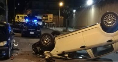 Barcellona PG, incidente nella notte in via Madia: auto finisce ribaltata