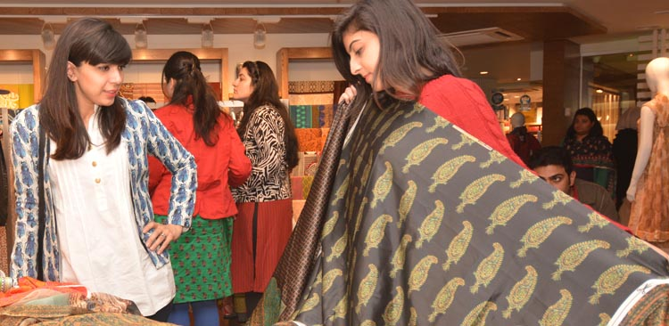 Mehreen Chaudhary, Sadaf Zarrar and Foha Raza raid the Gul Ahmed Store