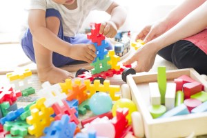 child and therapist playing with blocks in Ontario Autism Program session