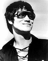BRUCE LEE in Hong Kong (Ocean Teminal, April 1972)