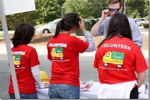 junior league volunteers