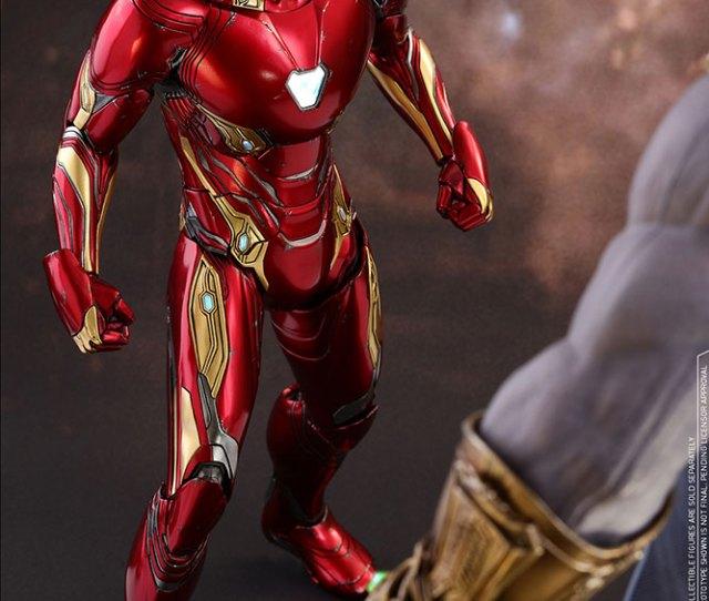 Hot Toys Iron Man Sixth Scale Figure