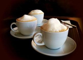 Milchschaum mit der Espressomaschine - Milchschäumen