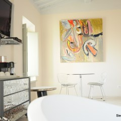 Image of an Amanda Helen Atkins painting in the Cortona room at siena house
