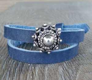 Blauwe Leren Armband Ava met zeeuwse knop