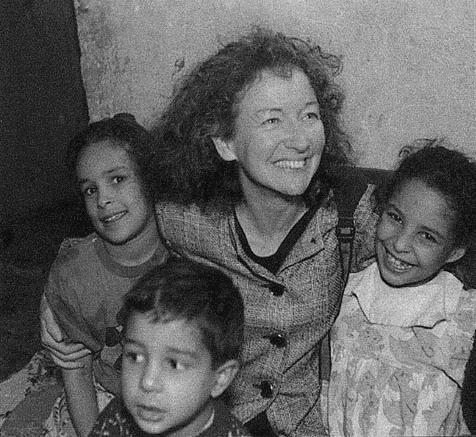 Kathy Kelly with Iraqi children