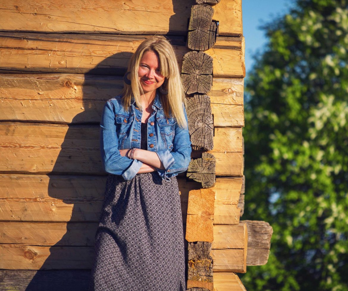 How to Style Maxi Skirts with denim jacket