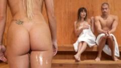 Anal de Kenzie Taylor en la sauna