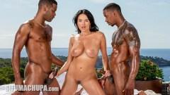 Anissa Kate practica la doble penetración con Jesus Reyes y Darrell Deeps