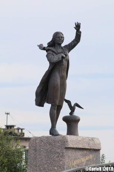 Murmansk Waiting Woman