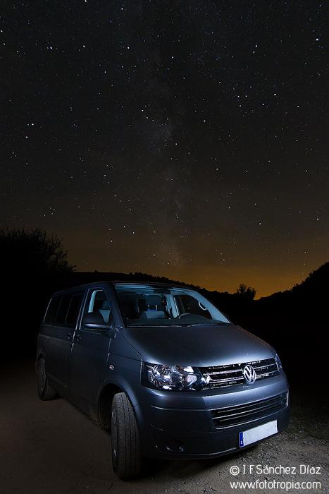 Volkswagen Multivan bajo las estrellas