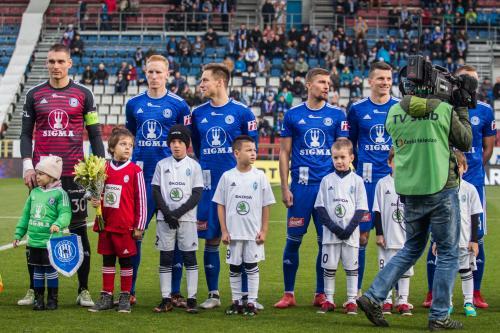 Nástup hráčů před utkáním pod dohledem kamer ČT