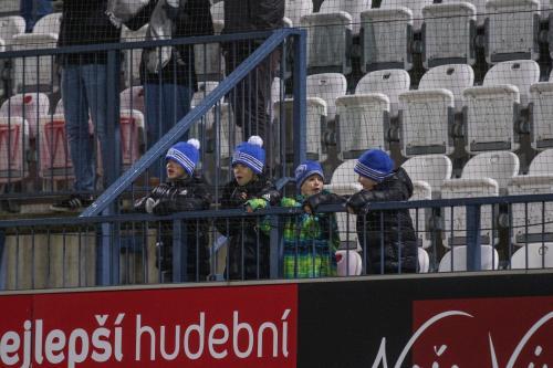 Mladí fanoušci si i přes špatný výsledek utkání užívali