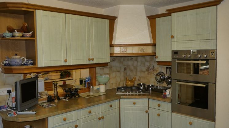 Kitchen Makeover - The Chase BEFORE 4