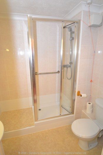Retirement Flat Emerald Court Coulsdon - Shower makeover 3