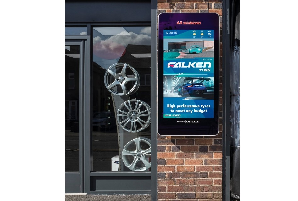Fastsigns shares signage expertise with UK auto brands