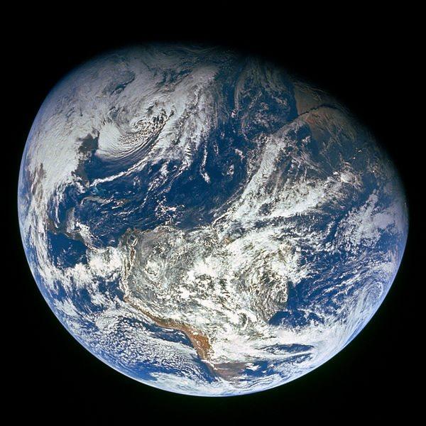 El azul es el color predominante de la Tierra