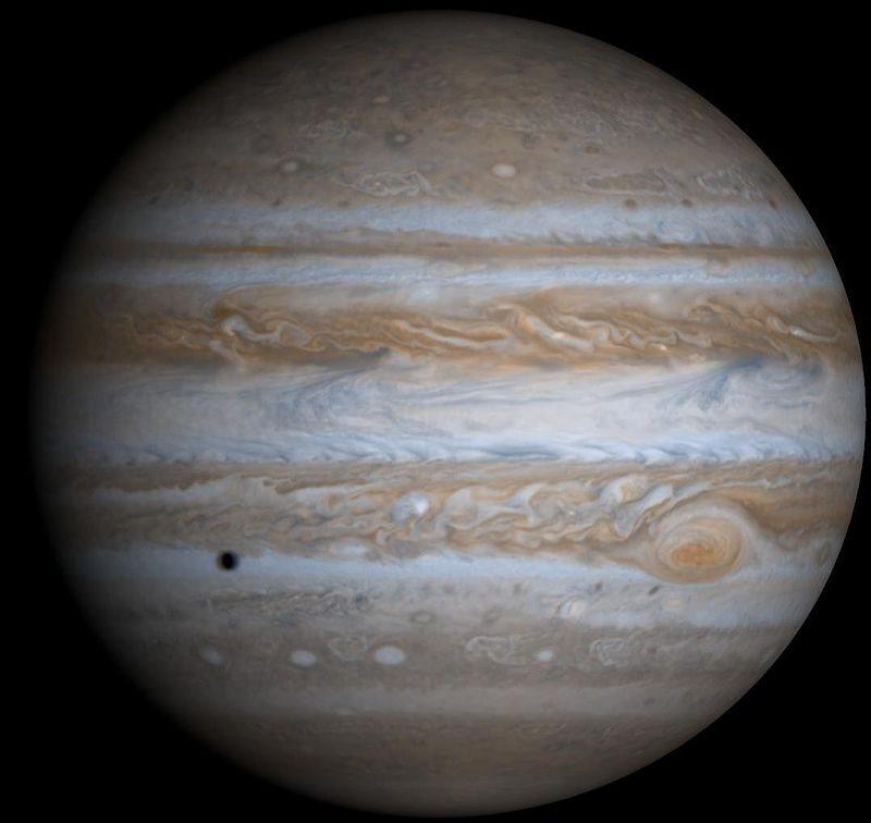 Júpiter destaca por el blanco y el naranja sobre todo