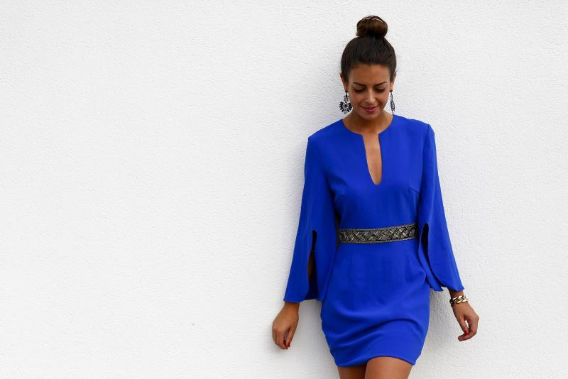 ejemplo de vestido en color azul electrico