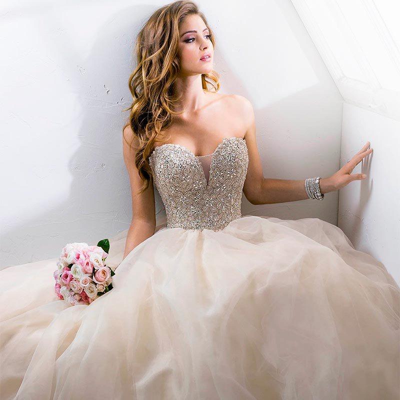 el color champán o champagne es muy habitual en la confección de vestidos de novia
