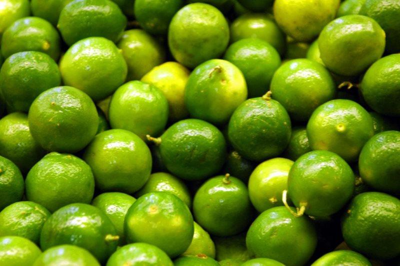 el color lima proviene de esta fruta del mismo nombre