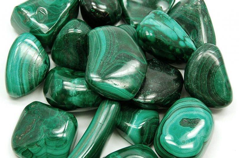 la malaquita es un mineral con un color verde muy característico