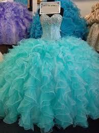 el acua es un color muy utilizado en vestidos de fiesta