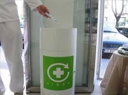 contenedor blanco de medicamentos
