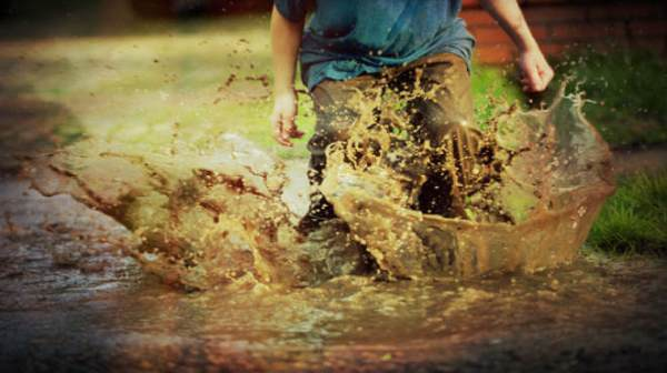 sonhar brincando na lama