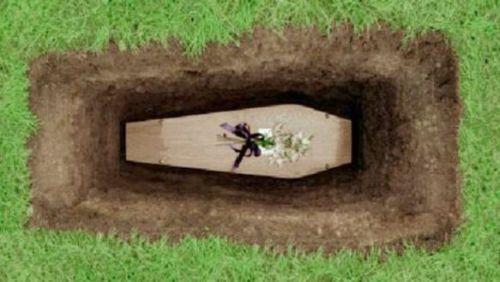 caixão no cemitério