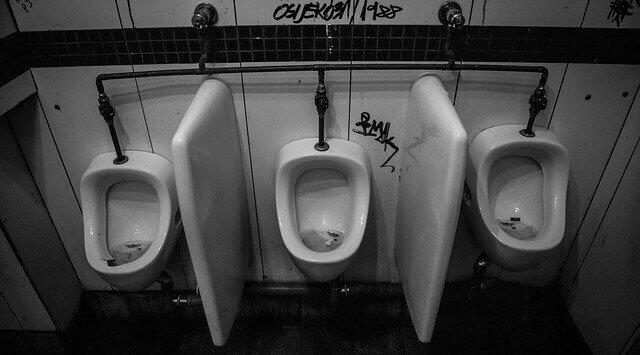 ▷ Sonhar com Banheiro Sujo 【IMPERDÍVEL】