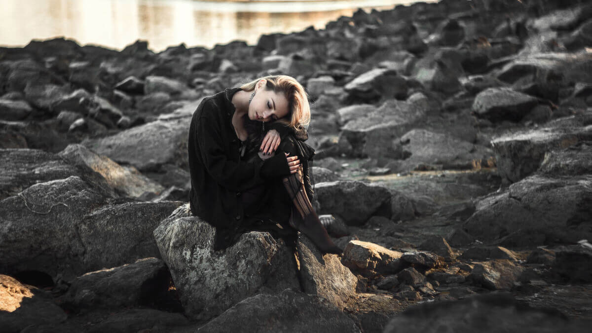 Resultado de imagem para uma mulher triste e cansada