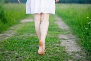 ▷ Sonhar Que Está Descalço 【13 Significados Reveladores】