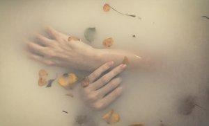 ▷ Sonhar Com Água Escura 【Não se assuste com o significado】