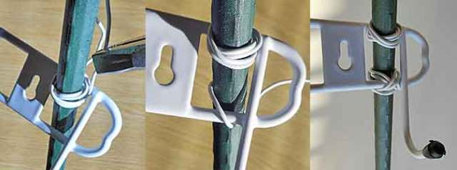 ボード支え用の壁掛フックを取り付けます