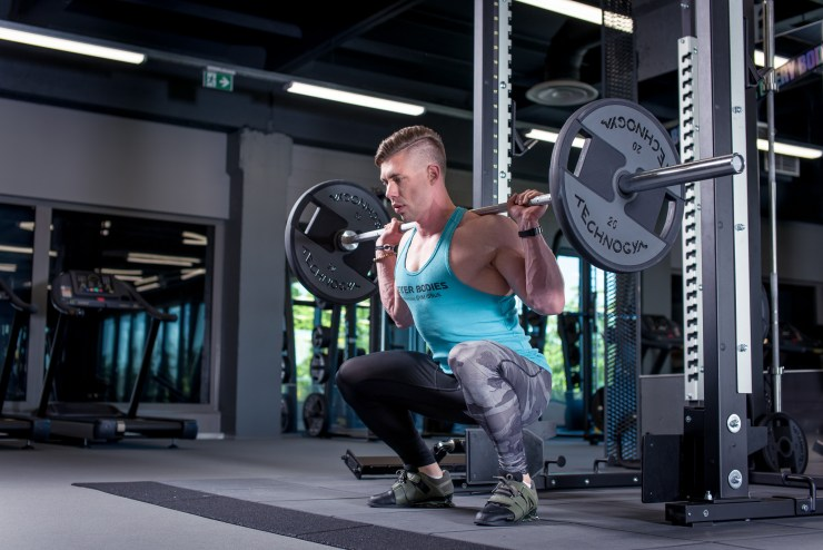 Egert Oiov showing proper squatting form