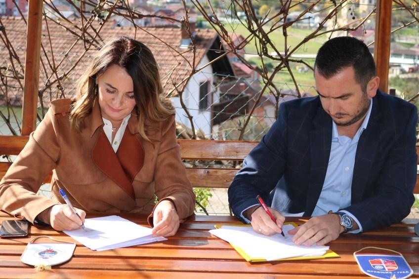 Mrkonjić Grad: Potpisan ugovor o izgradnji vodovodne mreže u naselju Podorugla
