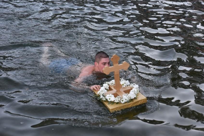 Mrkonjić Grad: Plivanje za Časni krst
