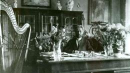 Vydūnas savo darbo kambaryje Tilžėje.