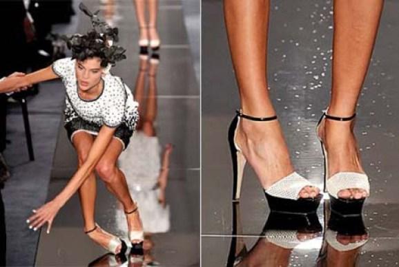 High heels bikin jatuh